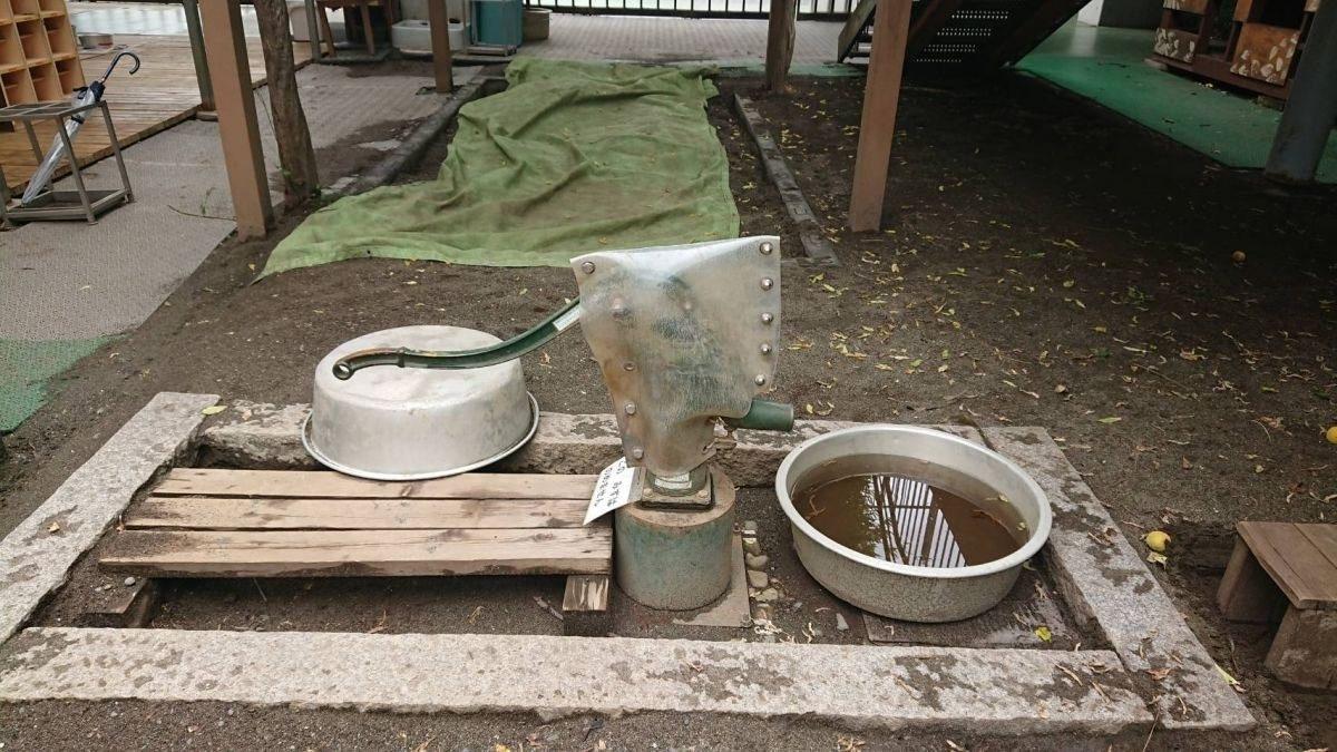 子供たちの水遊び ~井戸~サムネイル