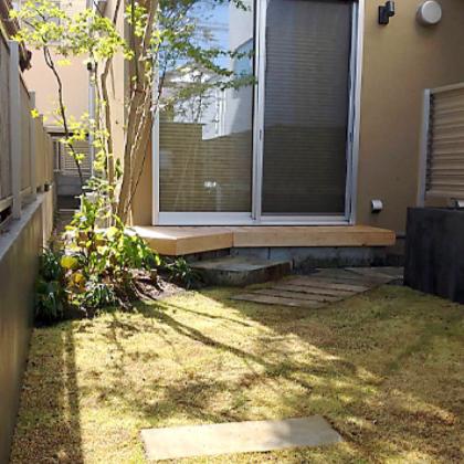 アプローチとお庭の役割を兼ねる空間 世田谷区